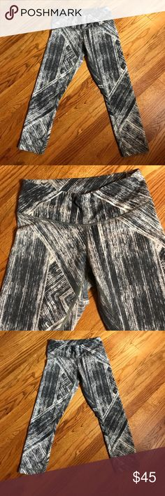 🍋lululemon wunder under crop 11 heatwave 🍋lululemon wunder under crop 11 heatwave rare pattern these lululemon's have been worn no piling but slight fade priced lower for that reason ..full on luon cottony soft and supportive medium rise lululemon athletica Pants Leggings