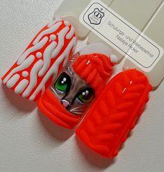 Gearbeitet mit folgenden Produkten von Graffdesign - shoppen auch ohne Gewerbeschein möglich :-) Shellack Malerei Painting weiss Painting pop Coral #nailart #uvgel #nageldesign #naildesign #schönenägel #lovelynails #Graffdesign #nagelkunst #fullcover #fullcovernails Auf Facebook findet ihr uns unter https://www.facebook.com/groups/396036260595845/