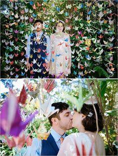 Abundancia en colores y romanticismo - foto de weddingchicks.com - como hacer grullas de papel - manualidades para bodas