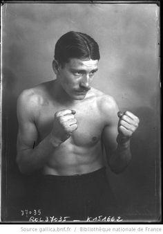 Castaing [boxeur, participant au championnat de France amateurs de boxe] : [photographie de presse] / [Agence Rol] - 1