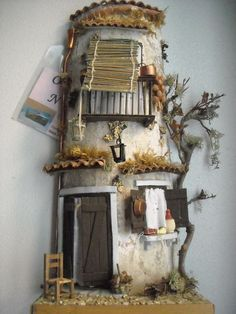 """Decoupage nel cuore: """"E vic e sti quartier"""" Diy Crafts Slime, Tile Crafts, Clay Fairy House, Fairy Houses, Free To Use Images, Roof Tiles, House Doors, Paperclay, Little Houses"""