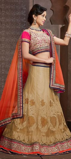KISS - keep it simple silly! This #bridalwear says it all - Order now at flat 15% off + free shipping.  #lehenga #bridalwear #indianwedding #indianfashion