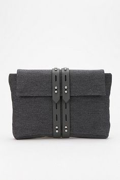 ALLIBELLE Wool Clutch
