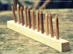 Orden, categorize and label colourpencils holder to learn more (Montessori inspired)