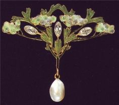 And another devant de Corsage brooch by Lalique. Very similar to lot number 327 on this page. Both with the same pate de verre berries!