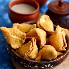 Samosa Chaat, Chaat Masala, How To Make Samosas, Samosa Recipe, Snack Recipes, Snacks, Chips Recipe, Recipe Steps, Good Food