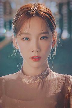 Snsd, Seohyun, Girls' Generation Taeyeon, Girls Generation, Kpop Girl Groups, Kpop Girls, Taeyeon Persona, Lee Hyori, Kim Tae Yeon