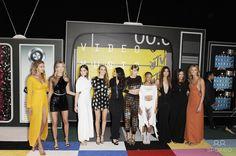 Photo by: Michael Germana/starmaxinc.com STAR MAX 2015 ALL RIGHTS RESERVED Telephone/Fax: (212) 995-1196 8/30/15 Gigi Hadid, Martha Hunt, Hailee Steinfeld, Cara Delevingne, Selena Gomez, Taylor Swift, Serayah McNeill, Lily Aldridge, Mariska Hargitay and Karlie Kloss at the 2015 MTV Video Music Awards. (Los Angeles, CA)