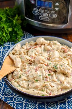 Healthier Slow Cooker Crack Chicken - the ultimate family-friendly creamy chicken recipe topped with the yummy smokey flavour of bacon. Slow Cooker Creamy Chicken, Slow Cooker Pasta, Slow Cooker Huhn, Healthy Slow Cooker, Health Slow Cooker Recipes, Crockpot Recipes, Tofu, Fruit Water, Ceviche