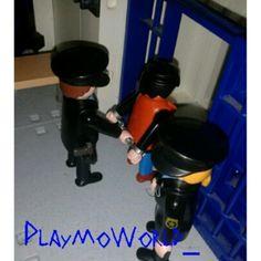 ¡Hoy alguien pasará la noche entre rejas..! ¡Buenas noches clickeros! #Playmobil #PlaymoWorld #Policia #Calabozo #Click