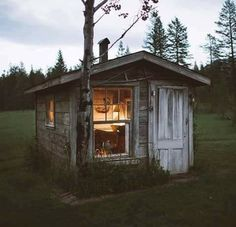 Interested in wooden houses because they have their own uniqueness, we provide many Minecraft Wooden House designs, Buildings, Frames, Log Cabin Tiny Cabins, Tiny House Cabin, Log Cabin Homes, Cabins And Cottages, Tiny Houses, Cabin Tent, Cozy Cabin, Modern Cabins, Cob Houses