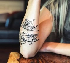29 tattoo ideas stylish body and unique for an elegant woman - Tattoo Body Painting   love flower Unique Tattoos For Women, Tattoos For Women Half Sleeve, Unique Tattoo Designs, Best Sleeve Tattoos, Body Art Tattoos, Small Tattoos, Tattoos For Guys, Arm Band Tattoo For Women, Women Sleeve
