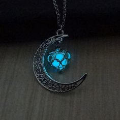 Luminous Glow In the Dark Necklace Sailor Moon Pendant Necklace For Women Heart Necklace Beautiful Vintage Stylized Necklace Pendant 2