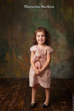 Детское валяное платье «Розовая пудра» от Екатерины Маркиной — работа дня на Ярмарке Мастеров.  Магазин мастера: markinaek.livemaster.ru  Handmade nunofelted girl's dress  #design #woolart #craft #handmade #dress #felting #forkids #livemaster #ярмаркамастеров #ручнаяработа #хендмейд #валяние #войлок #фелтинг