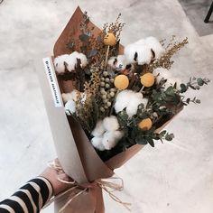 """45 Likes, 1 Comments - 플로리스트 박주연 (@florist_jooyeon) on Instagram: """": 이번 시즌 마지막 목화다발입니다 수량은 딱 5개 있어요 (5개 모두 각각 다른 스타일로 제작되었습니다.) **** 목화다발 수량3개 남아있습니다. . . . .…"""""""