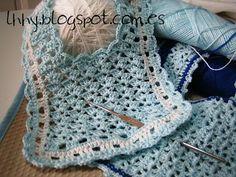 Para precioso bebe Crochet Baby Bibs, Crochet Baby Clothes, Love Crochet, Crochet Lace, Baby Patterns, Crochet Patterns, Crochet Videos, Cool Baby Stuff, Baby Booties
