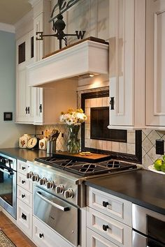 See more project details for 2013 Parade of Homes - Pond Hill by Witt Construction including photos, cost and more. Kitchen Redo, Home Decor Kitchen, Kitchen And Bath, New Kitchen, Home Kitchens, Kitchen Remodel, Kitchen Dining, Kitchen Ideas, Dream Kitchens