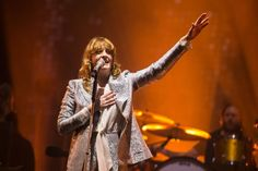 Florence + The Machine seizes her moment at Glastonbury 2015 / DIY