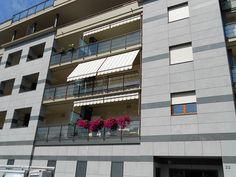 Fornitura condominiale di tende da sole M.F. Tende e tendaggi www.mftendedasoletorino.it M.F. Tende e tendaggi Via Magenta 61 10128 Torino  Tel.:01119714234 Fax:01119791445  Cell.:3924999999