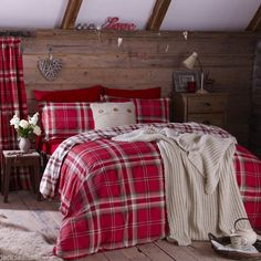 This set combines beautiful modern designs with an eclectic decorative style. This bed linen set creates a stylish contemporary look for any bedroom, and retains all the magic that can enhance any room. Red Duvet Cover, Double Duvet Covers, Quilt Cover Sets, Plaid Bedding, Duvet Bedding, Bed Linen Sets, Duvet Sets, Ashley Bedroom, Bedroom Bed