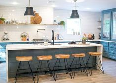 Inspiring rustic farmhouse kitchen cabinets makeover ideas (24)