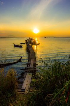 Sunrise in Penang, #Malaysia. pic.twitter.com/1OgC2MHWDf