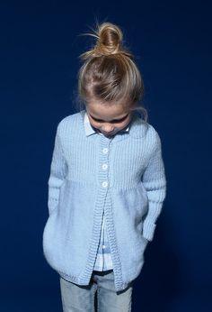 Baby Cardigan Knitting Pattern, Crochet Cardigan, Knitting Patterns, Crochet Baby, Knit Crochet, Child Models, Kids Fashion, Chiffon, Buttons