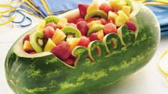 Get creative with this fruit salad! Serve your family with this watermelon bowl with a variety of fruits – ready in 45 minutes.