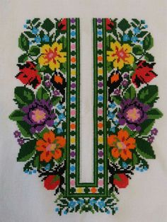 Cross Stitch Rose, Cross Stitch Embroidery, Embroidery Patterns, Hand Embroidery, Cross Stitch Designs, Cross Stitch Patterns, Palestinian Embroidery, Collar Pattern, Crochet Projects