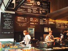 Freiraum Deli mit Kaffee, Süßem, Snacks wie Pitas und  Quiche und tollem Eis am Stiel. Wien Cool Cafe, Food Places, Store Fronts, Deli, Vienna, Quiche, Coffee Shop, Favorite Recipes, Snacks