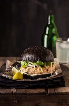Salmon Burger On A Black Brioche Bun Toasted Black Squid Ink Brioche Buns With Salmon Burgers And Crunchy Asian Dressed Greens Are One Of The Most Delicious Things Ive Made Lately. Burger Recipes, Seafood Recipes, Cooking Recipes, Cooking Tips, Food Porn, Gula, Burger And Fries, Burger Buns, Wrap Sandwiches
