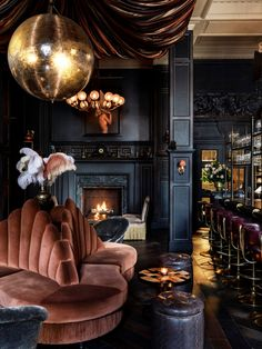 Get the cocktails pouring and get me down to 🖤. Glamorous interiors never looked so good. Home Interior Design, Interior Architecture, Interior Decorating, Gothic Interior, Luxury Interior, Dark Living Rooms, Modern Living, Lounge Design, Back Bar Design