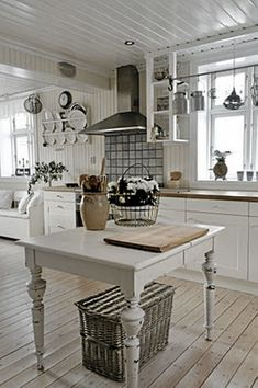 shabby chic kitchen designs – Shabby Chic Home Interiors Küchen Design, Home Design, Interior Design, Interior Ideas, Interior Modern, Country Kitchen, New Kitchen, Kitchen Island, Island Table