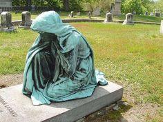 Amazing Cemetery Statues (16 Pics)