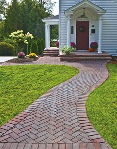 We love this classic design with little twist. EP Henry pavers in Brick Stone, Autumn Blend, 45° Herringbone Pattern