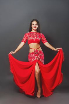 This outfit is AMAZING. Modest belly dance costume. Love!!