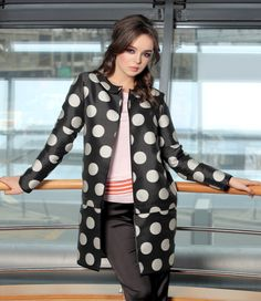 My ever changing moods YOKKO   ss16 Jacket printed with dots, exclusive design, inlay, with sleeves and removable edge with removable zipper #dots #jacket #removable #jacket #fashion #yokko Smart Coat, Grey And Beige, Cold Day, Quilted Jacket, Wool Coat, Cover Up, Dots, Blazer, Ss16
