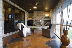 Awesome enclosed porch!