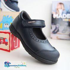 Zapato colegial en color azul marino ( también disponible en negro ) con puntera reforzada  #vigo #colegialesenvigo #zapatoscolegiales School Shoes, Office Dresses, Tutu, Back To School, Shelf Design, Sneakers, Fashion, Toddler Sneakers, Black