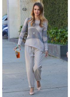 Jessica Alba Look de star Glamour L'actrice est toujours parfaitement lookée, en même temps à Los Angeles il fait beau et il fait chaud, on l'envie !