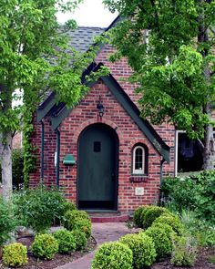 Decorating Your American Bungalow Style House Brick Cottage, Tudor Cottage, Cottage Exterior, Tudor House, Tudor Style Homes, Cottage Style Homes, Exterior Paint Colors, Exterior House Colors, House Front