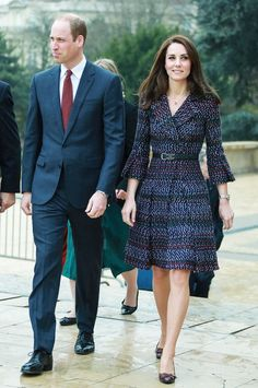 On a royal visit to Paris, the Duchess of Cambridge wore head-to-toe Chanel—surely it's one of her chicest looks yet. Looks Kate Middleton, Estilo Kate Middleton, Kate Middleton Outfits, Princess Kate Middleton, Pippa Middleton, Princess Diana, Duke And Duchess, Duchess Of Cambridge, Mode Outfits
