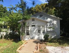 Lil' Key West cottage lost in time.