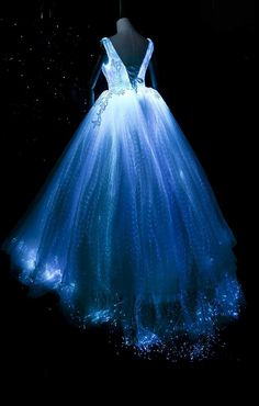Top LED light up dresses for entertainment artists and shows. Up Fancy Dress Costume, Fancy Dress Up, Light Up Dresses, Light Dress, Light Up Clothes, Pretty Prom Dresses, Cute Dresses, Amazing Dresses, Dress Prom