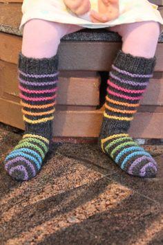 Tyttären uusimmat villasukkaset Knitted woolsocks with colourful stripes #woolsocks #knittedsocks #knitting #knitted #villasukat #neulominen Wool Socks, Leg Warmers, High Socks, Villa, Knitting, Diy, Fashion, Leg Warmers Outfit, Moda