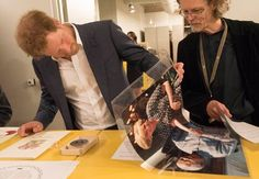 El Príncipe Harry se pone nostálgico al ver una foto de la Princesa Diana