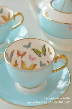 Love this tea set, the light blue, butterflies inside of the cups and the gold at the edges and handle, i would love to have it.