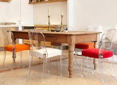 Design für einen erschwinglichen Preis; dass sind die Aussagen unserer Kunden. Stühle aus Polycarbonat mit eine Sitzauflage sind stylish und bequem. Die transparente Stühle gibt es auch mit Armlehne.