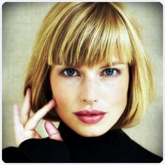 Blonder Bob mit Pony More Source hair styles, easy hairstyles, wedding hairstyles, hairstyles tutori Blonde Bob With Bangs, Short Haircuts With Bangs, Bob Haircut With Bangs, Short Hair Cuts, Smart Hairstyles, Long Bob Hairstyles, Simple Hairstyles, Hairstyle Ideas, Bob Rubio