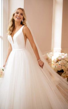 Taft en Tule Wedding Dress Stella York Trouwjurk Bruidsjurk Simpel Princes Stoer Open Rug Ivoor Ivory V-Hals Princes Prinssesen Bride Bruid Trouwen Wedding BallGown Bruiloft